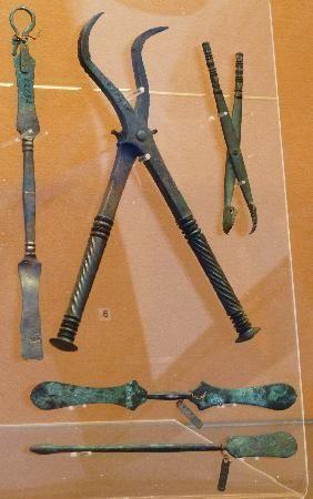 폼페이에서 출토된 치과용 의료도구 모습(사진=핀터레스트)