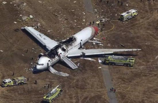 2013년 아시아나 여객기가 미국 센프란시스코공항에 착륙하다 방파제에 충돌, 활주로에 미끄러지는 사고가 발생했다. 이 사고로 5명이 숨졌다. [사진=유튜브 화면캡처]