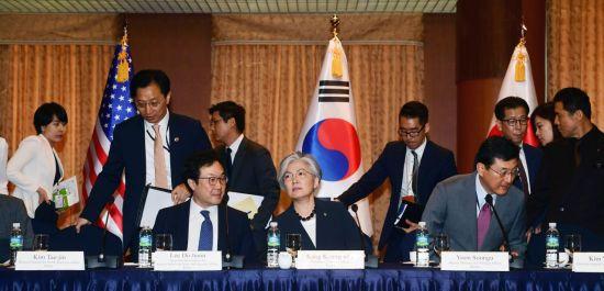 [포토]회담 준비하는 강경화 외교부 장관