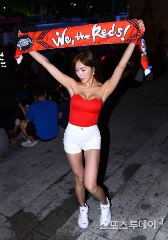[포토] 신새롬 '월드컵은 역시 거리응원이죠'