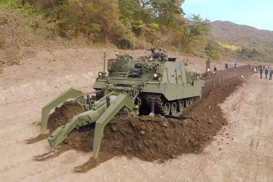 지뢰제거 '장애물개척전차' 전방 첫 투입