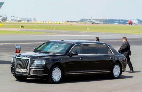 블라디미르 푸틴 러시아 대통령의 전용 리무진 '아우루스 세나트'가 지난해 7월 16일(현지시간) 핀란드 헬싱키 공항에서 대기 중이다(사진=EPA연합뉴스).