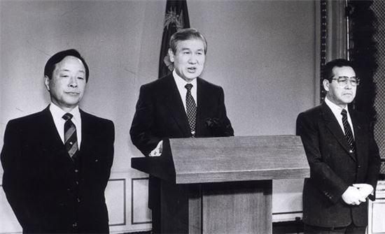 [정치, 그날엔…] 한국 정당史 '유일무이', 200석 넘는 정당 존재했다