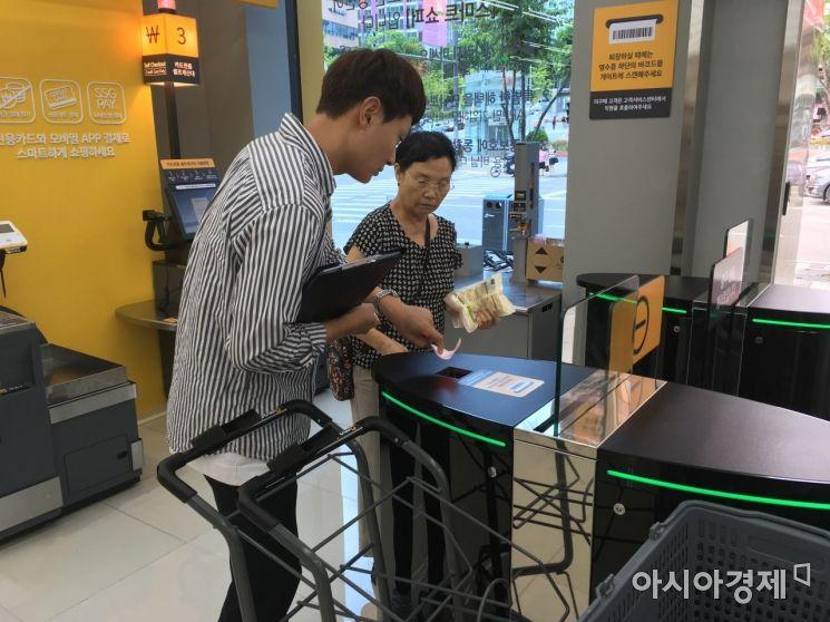 """셀프계산대·키오스크·자판기로 무인화 시대 성큼…""""일자리는요?""""(종합)"""