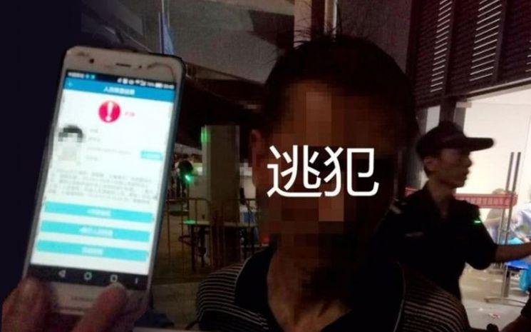 지난 6월 9일 중국 저장성 진화시에서 개최된 장학우 콘서트 출입구에서 검거된 범죄용의자 사진. 사진 = 金?公安 Weibo