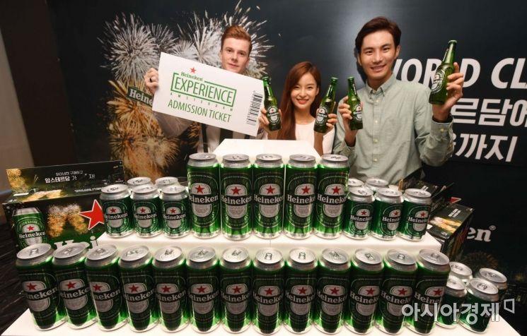 하이네켄이 서울 중구 한 호텔에서 소비자 대상 오프라인 이벤트를 홍보하고 있다. /문호남 기자 munonam@