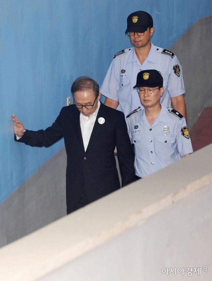 [포토]결심 공판 출석하는 이명박 전 대통령