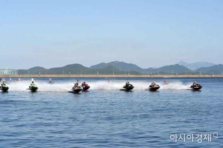 수상레저기구의 하나인 파워보트. 자료사진.
