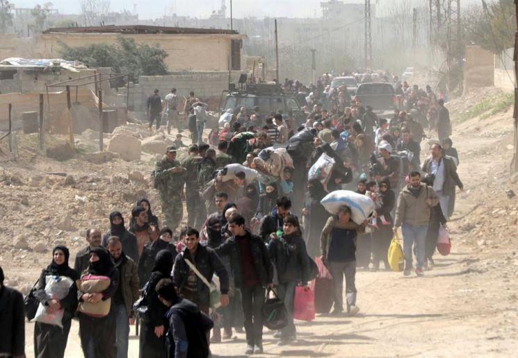 피난 중인 시리아 난민들의 모습(사진=EPA연합뉴스)
