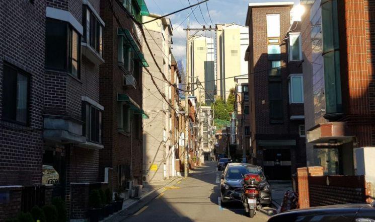 혼자 사는 여성이 많이 살고 있는 서울의 한 대학가. 사진=이지은 인턴 기자 kurohitomi0429@asiae.co.kr