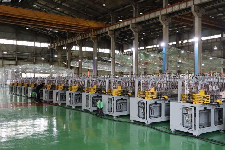 대호테크 생산라인에 설치된 유리 성형 장비들.