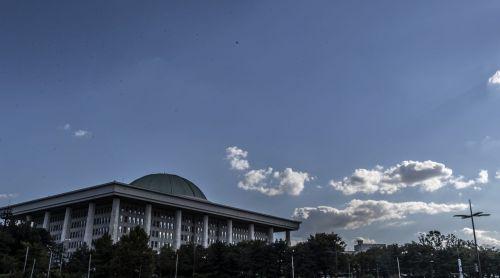 청량한 가을 하늘을 보인 27일 서울 하늘이 쾌청하다./윤동주 기자 doso7@