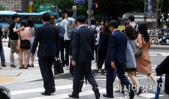 """중소기업 54% """"주52시간 시행 어렵다""""…조선업 근로자는 '투잡중'"""