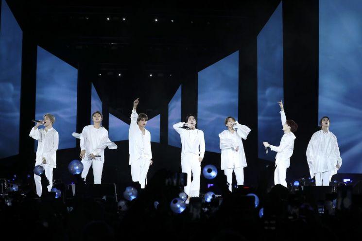 """""""방탄소년단, 비틀스 부활 보는 듯…밀레니엄 세대의 동반자"""""""