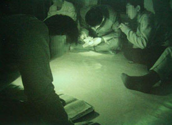 북한 지하교회 예배모습(사진=순교자의 소리/http://vomkorea.com)