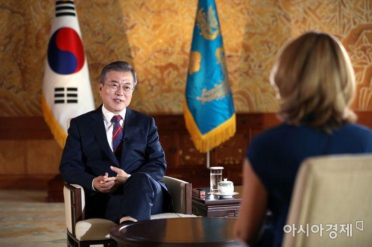 문 대통령이 12일 오전 청와대에서 영국 BBC와 인터뷰를 가졌다. 사진=청와대 제공