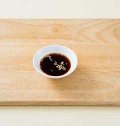 3. 분량의 초간장 재료를 골고루 섞는다.