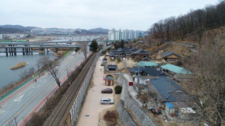 임청각 앞 철도가 철거되기 이전 모습.