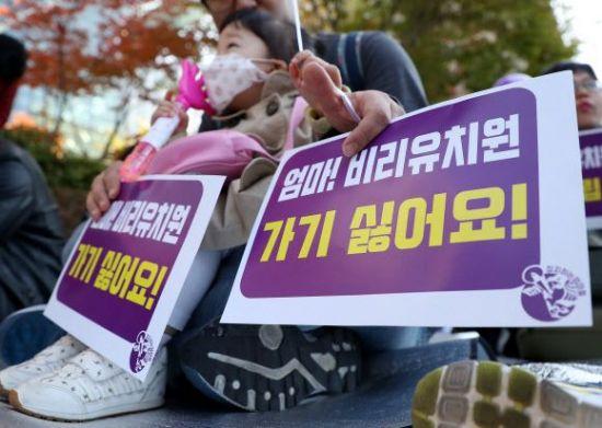 """교육부 """"개학연기 확정 유치원 381곳…243곳은 자체돌봄 제공"""""""