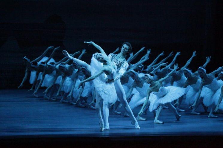 볼쇼이 발레 '백조의 호수' 올가 스미르노바_세묜 추딘 (C) Bolshoi Ballet