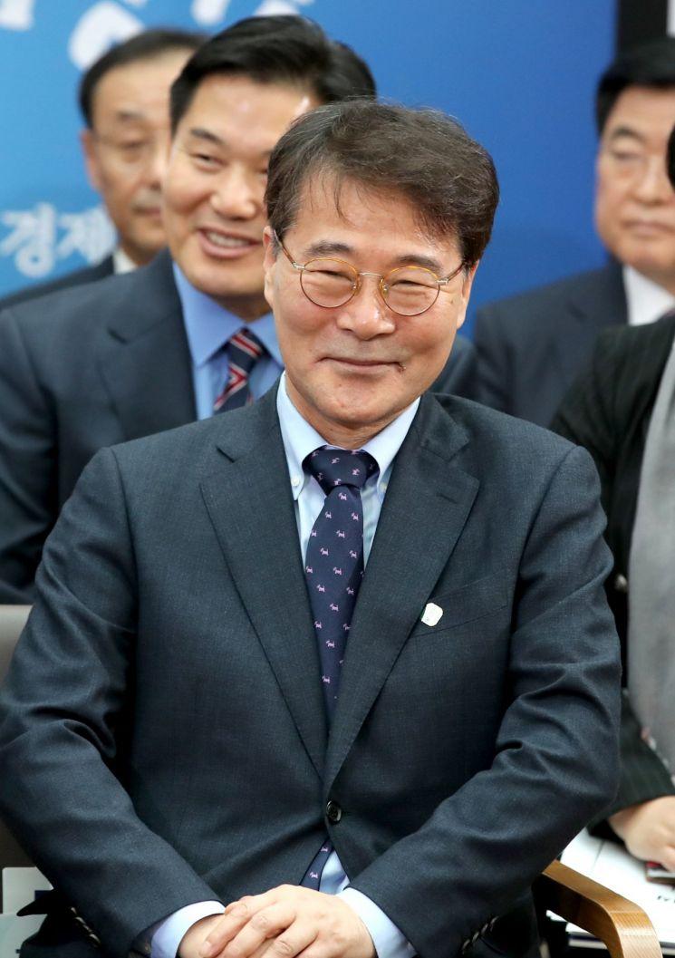 장하성 청와대 전 정책실장 [이미지출처=연합뉴스]