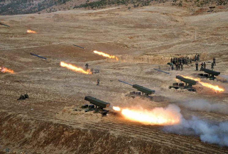 북한 포병부대가 실탄 사격훈련을 하는 모습. (사진=연합뉴스)