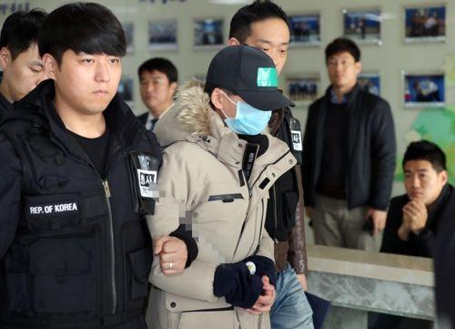집단폭행 당한 뒤 추락사 한 중학생 점퍼 빼앗아 입은 가해 중학생.사진=연합뉴스