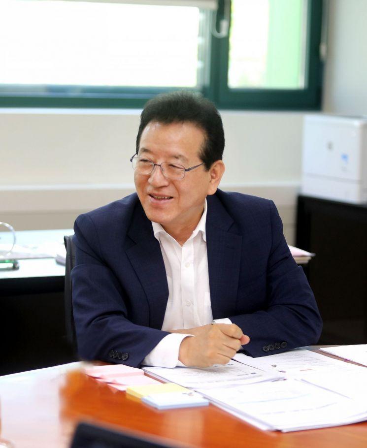 강남구 독거노인 200명에 AI스피커 무상지원