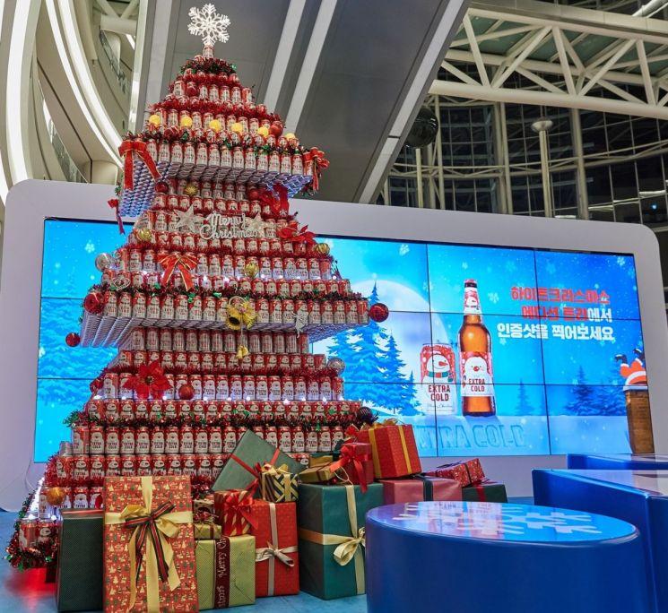 하이트진로, 캔 5000개로 제작된 '크리스마스 대형 캔트리' 선봬