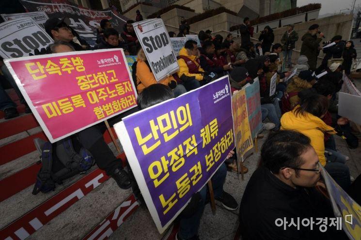 """난민 아닌 인도적 체류자 카림씨 """"보호소에서 2년 버텼지만…"""""""