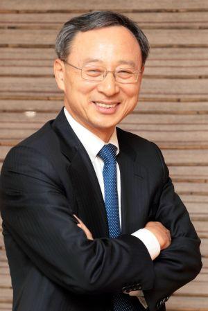 황창규 KT 회장, 韓기업인 최초 다보스IBC 초청