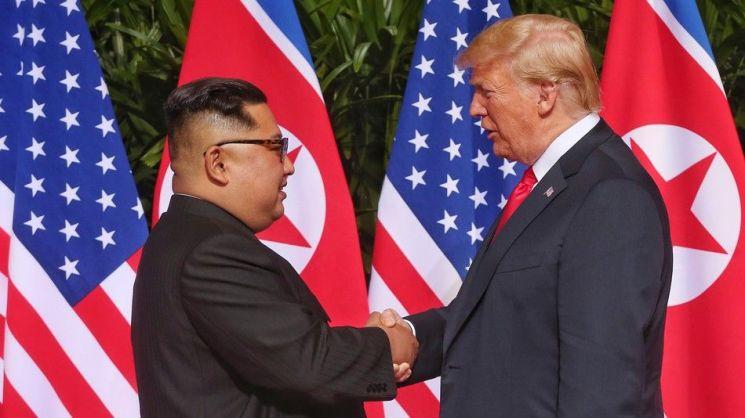 도널드 트럼프 미국 대통령(오른쪽)과 김정은 북한 국무위원장