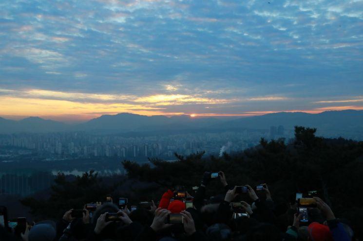 [포토]광진구 아차산에서 '반갑다! 황금돼지의 해'