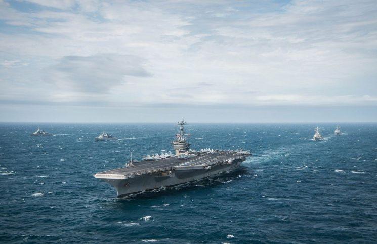 2015년 11월 17일(현지시간) 대서양에서 미국 해군의 핵추진 항공모함 조지워싱턴호가 군사훈련에 나서고 있다(사진=미 해군).