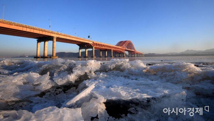 [포토] 한파로 얼어버린 한강