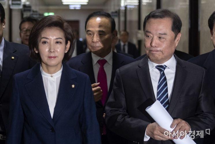 [포토] 굳게 입다문 김병준 비대위원장