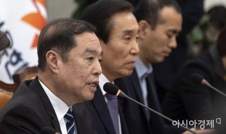 [포토] 모두 발언하는 김병준 비대위원장