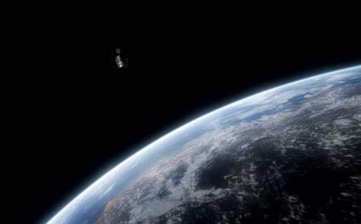 과학자들은 진공 상태에서 양력의 도움없이 관성만으로 인공위성이 지구 궤도를 돌 수 있는 80㎞ 정도의 카르만라인을 지구와 우주의 경계로 규정합니다. [사진=유튜브 화면캡처]