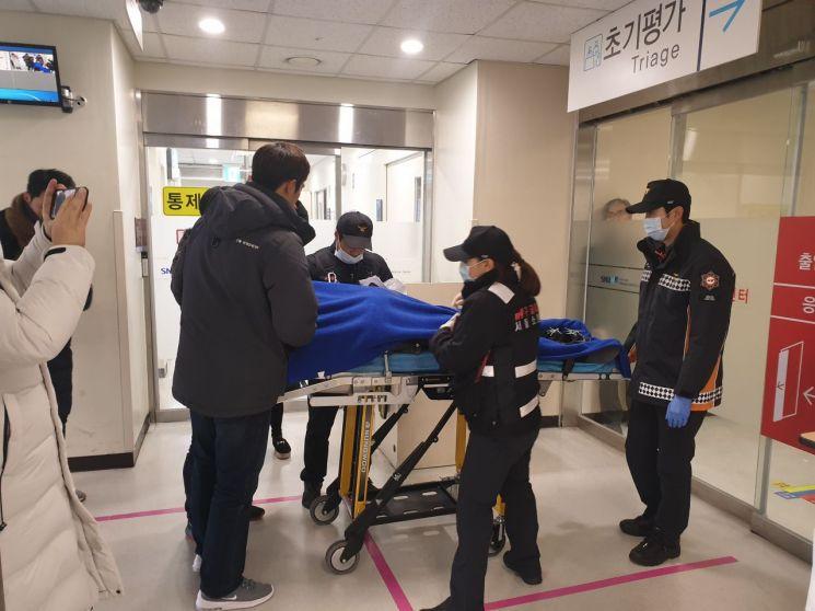 3일 오전 극단적 선택을 예고하고 잠적했던 신재민 전 사무관이 반나절 만인 이날 오후 12시 40분 경찰에 의해 서울 관악구 한 모텔에서 발견됐다. 생명엔 지장이 없는 것으로 알려졌다.