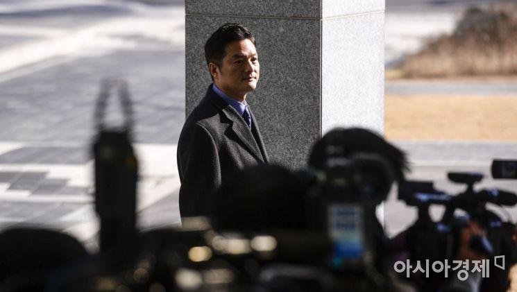 [포토] 동부지검에 모습 드러낸 김태우 수사관