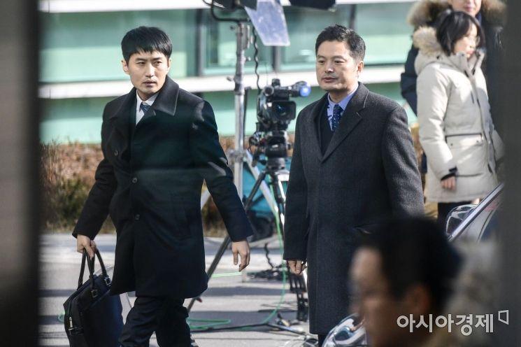 [포토]김태우 수사관, 참고인 신분으로 검찰 출석