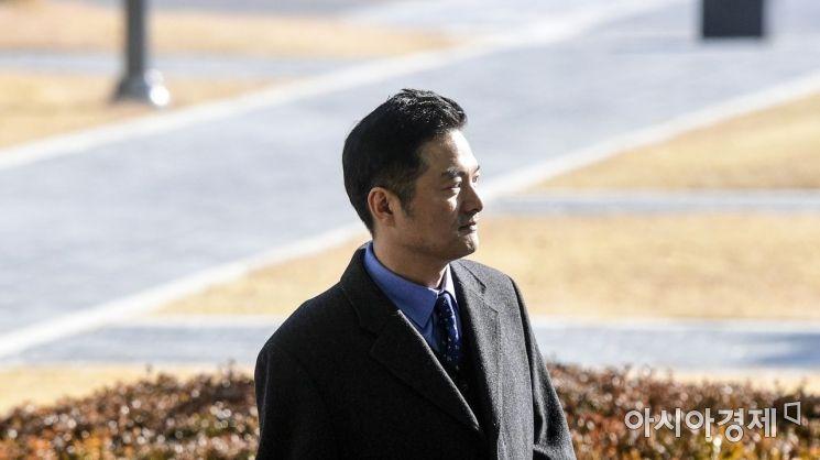 [포토]김태우 수사관, 참고인 신분 검찰 출석