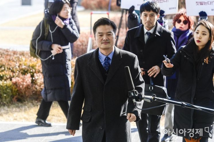 [포토]청와대 특별감찰반 파문, 김태우 수사관 검찰 출석