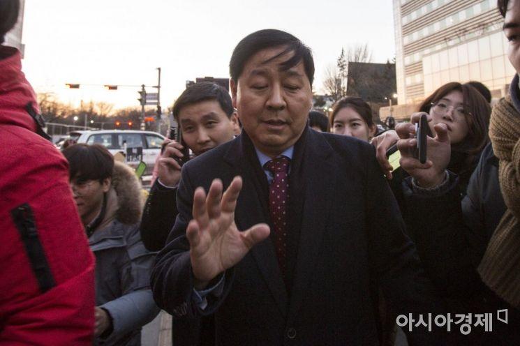 [포토]보라매 병원 나서는 구윤철 기획재정부 2차관