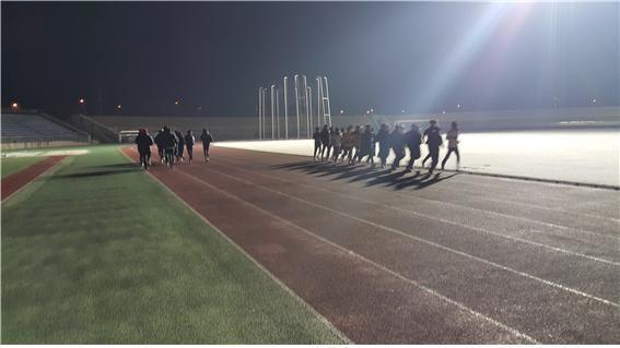 지난 1월 3일 동계전지훈련지인 나주에 도착한 육상국가대표상비군 팀이 4일 새벽 나주종합스포츠파크 종합운동장에서 훈련하고 있는 모습. 사진=나주시