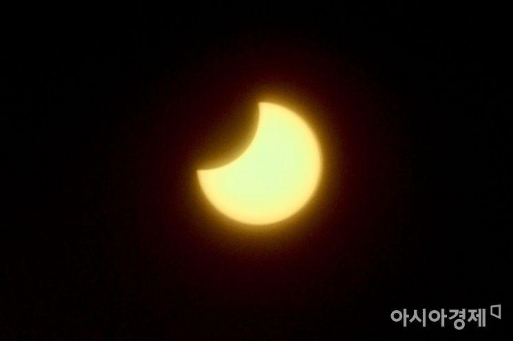 [포토] 달에 가려지는 태양