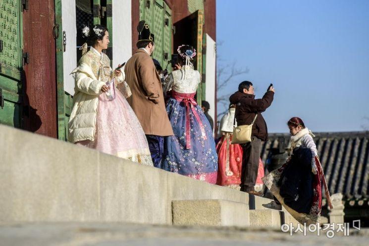 [포토] 2019년 새해 첫 주말, 경복궁 찾은 관광객들