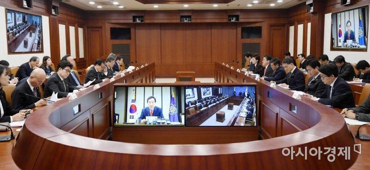 [포토] 서울-세종청사 영상회의로 진행된 국정현안점검조정회의
