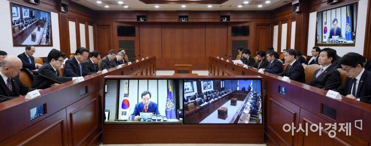 [포토] 영상회의로 진행되는 국정현안점검조정회의
