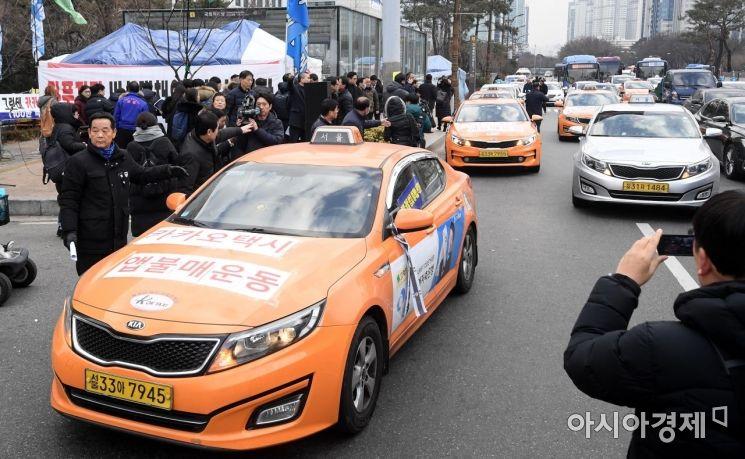 [포토] 택시기사 두 번째 분신 사망, 청와대 향하는 택시